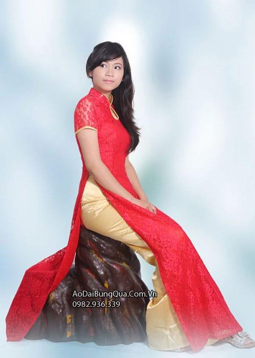 Áo dài đỏ tươi ren hoa cổ 1 GN viền vàng tay ngắn
