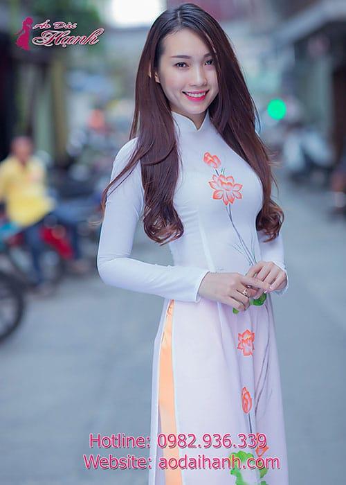 Áo dài trắng voan họa tiết hoa sen cổ truyền thống tay dài