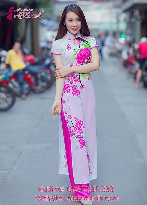 Áo dài trắng voan in hoa cổ truyền thống 1GN viền hồng sen tay ngắn